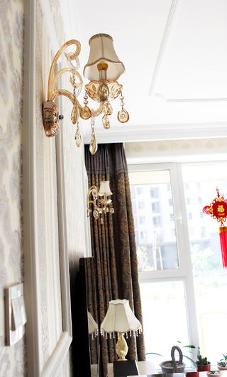 80平欧式风格家壁灯图片