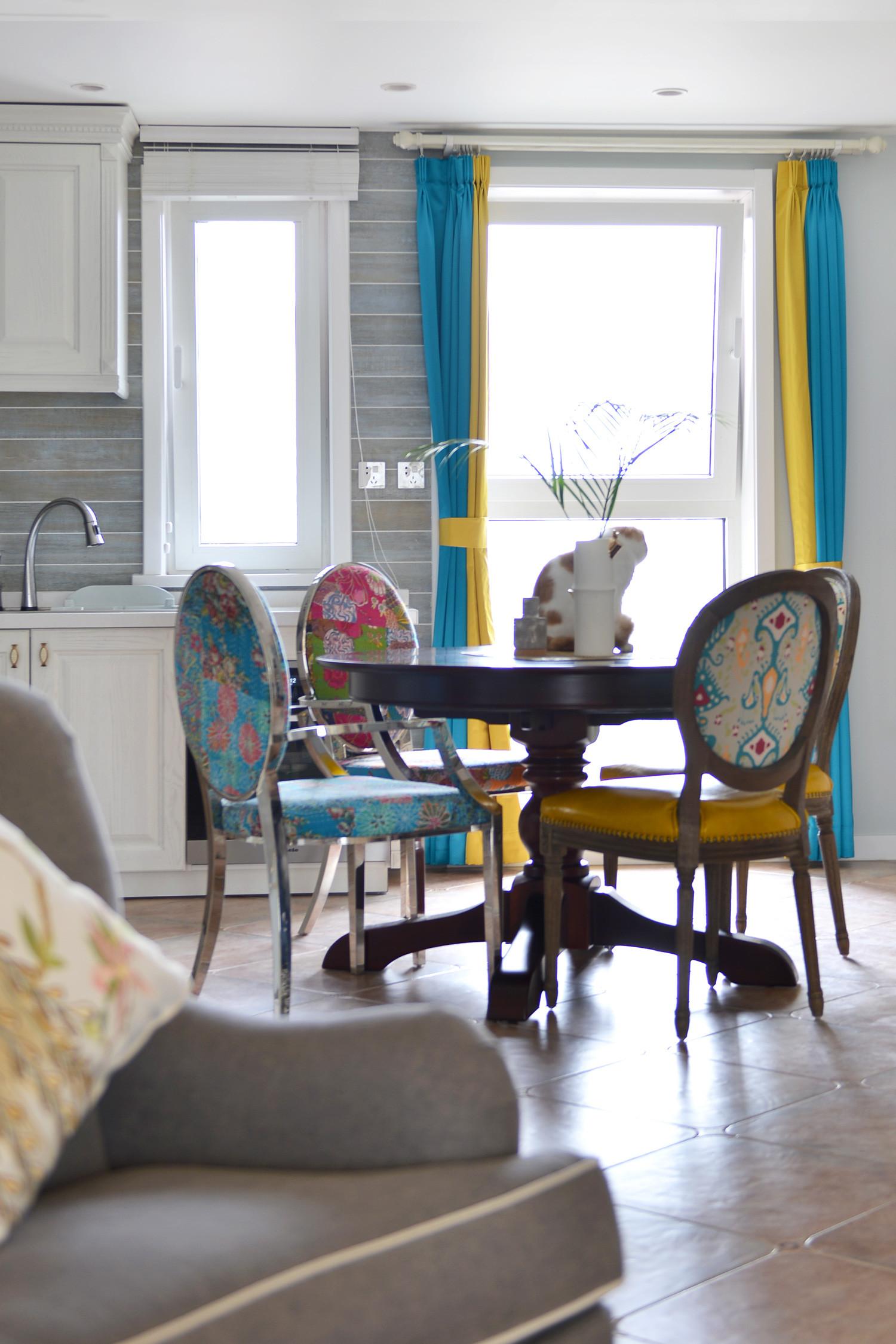 140平美式三居装修餐厅搭配图