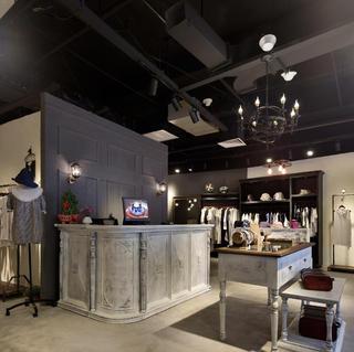 loft风格女装店365体育在线官网直营图片