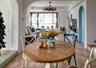 地中海风格复式装修餐桌图片