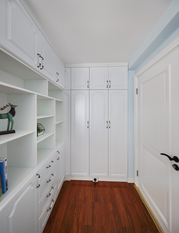 97平美式三居装修衣柜图片