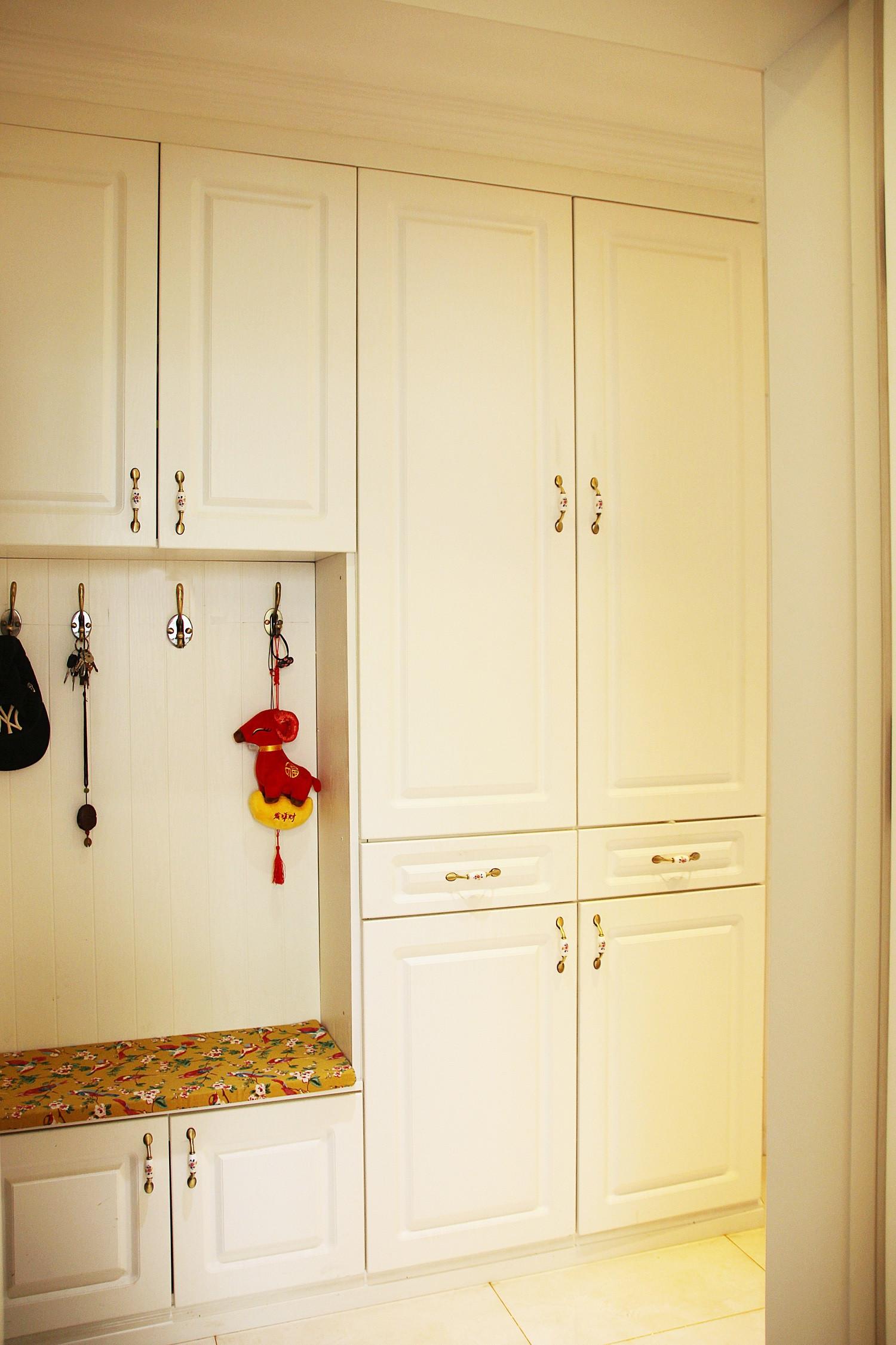 美式风格三居装修鞋柜图片