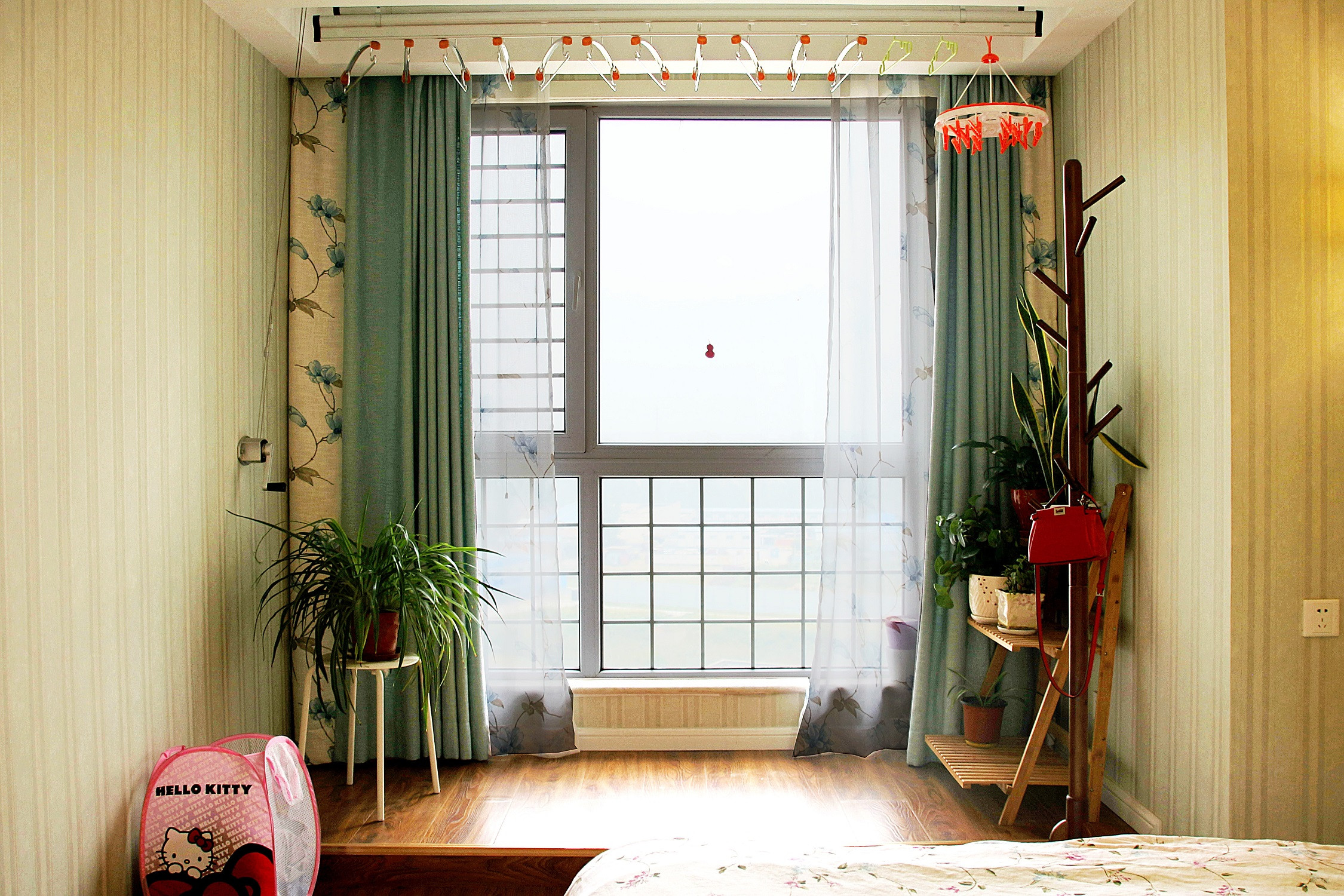 美式风格三居装修卧室地台设计