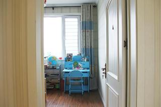 美式风格三居装修儿童书桌
