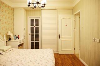 美式风格三居装修衣柜图片