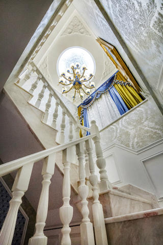 豪华欧式装修楼梯吊顶