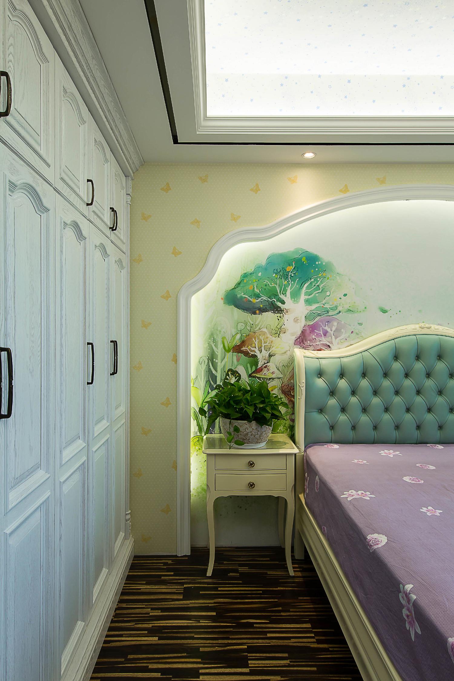 新古典三居室装修衣柜图片
