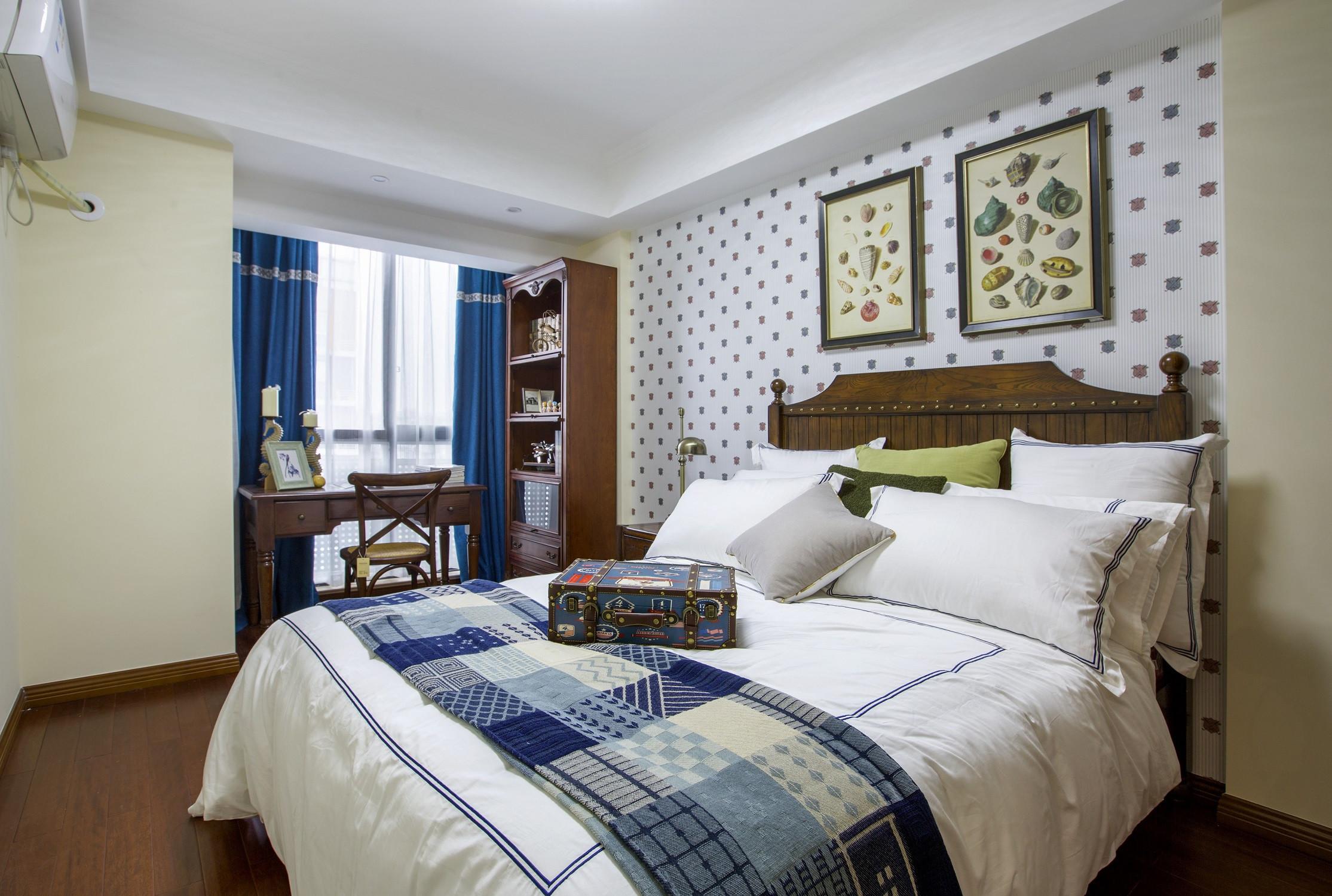 120平三居室装修卧室设计图
