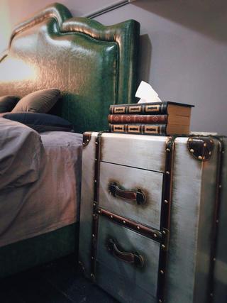 70平摩登LOFT风装修床头柜图片