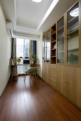 120平三居室装修书房设计图
