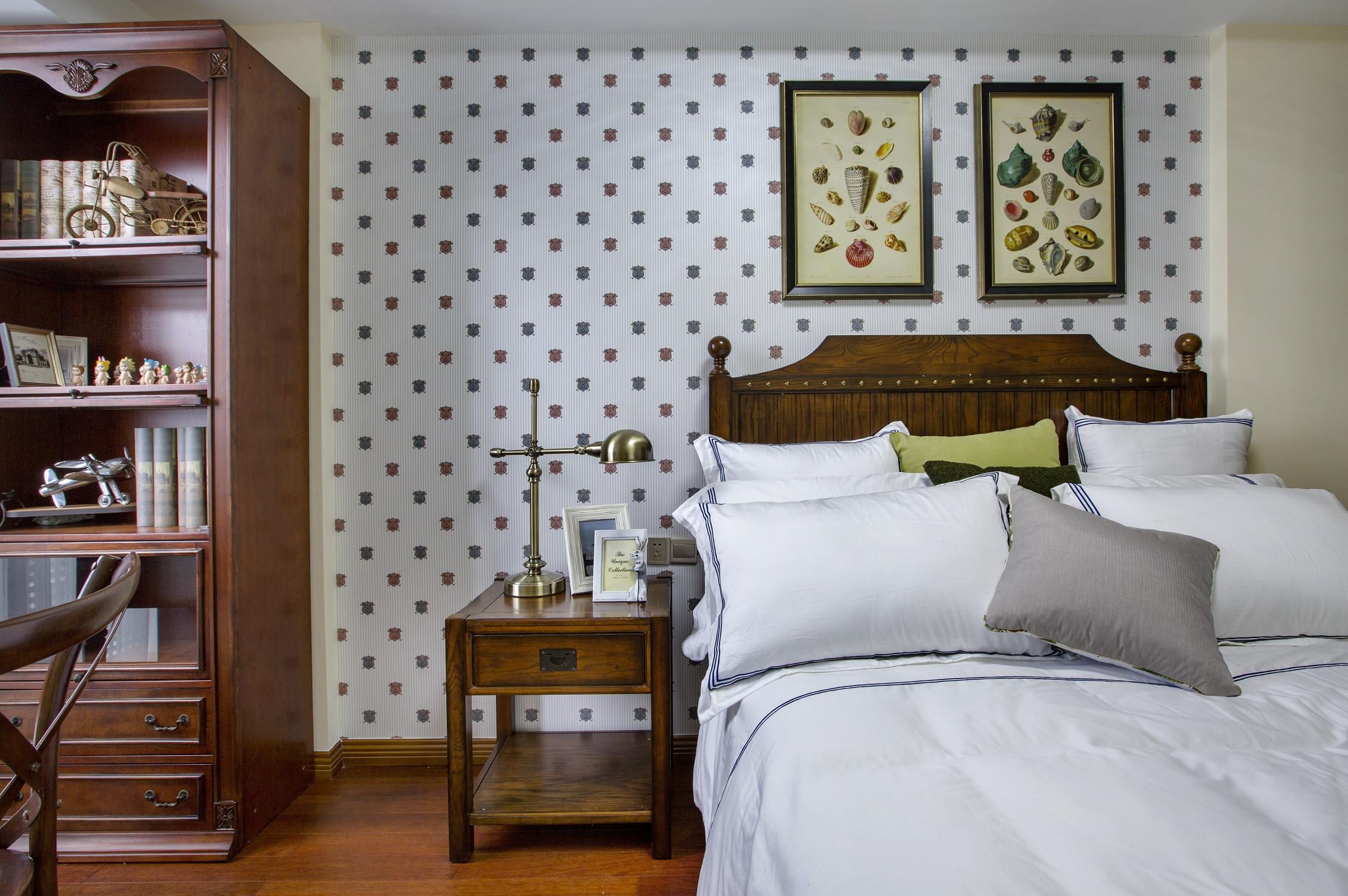 120平三居室装修床头柜图片