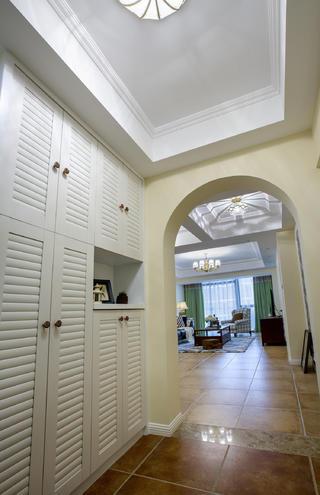 120平三居室装修玄关设计