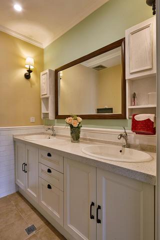 美式风格三居装修浴室柜图片