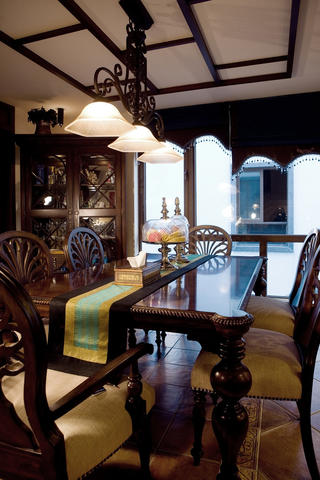 东南亚休闲别墅装修餐厅设计图