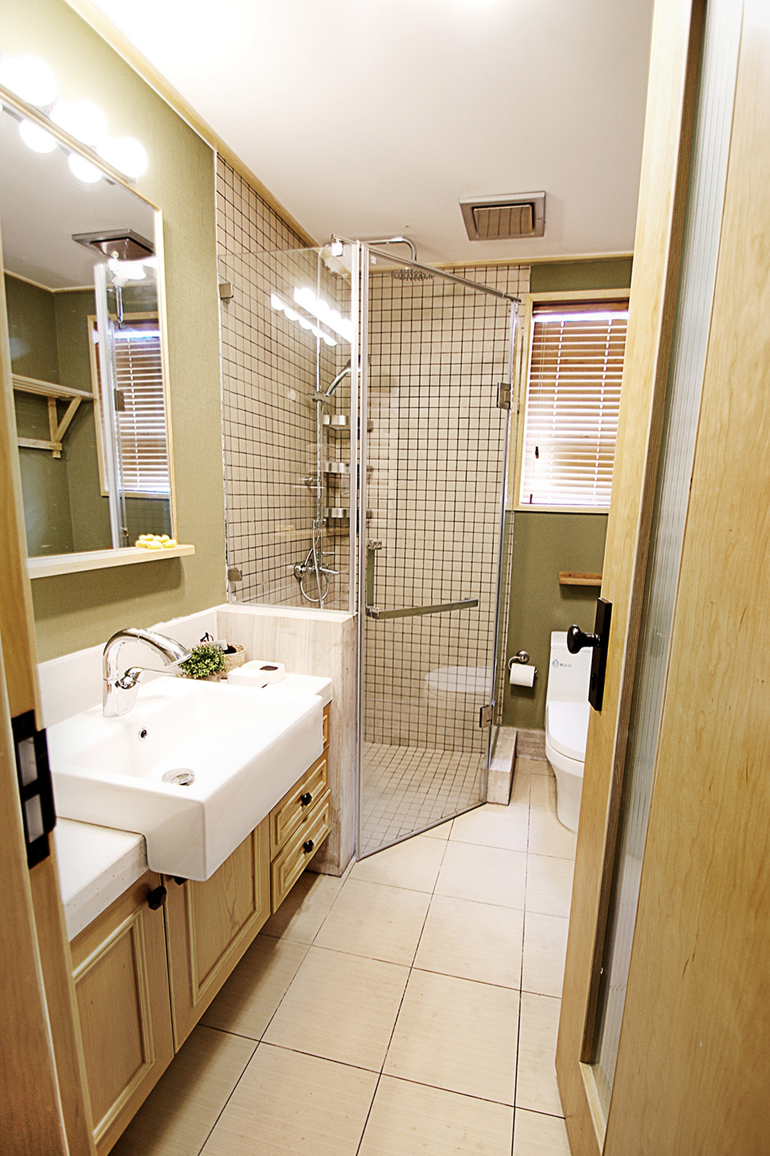 日式三居装修卫生间装潢图