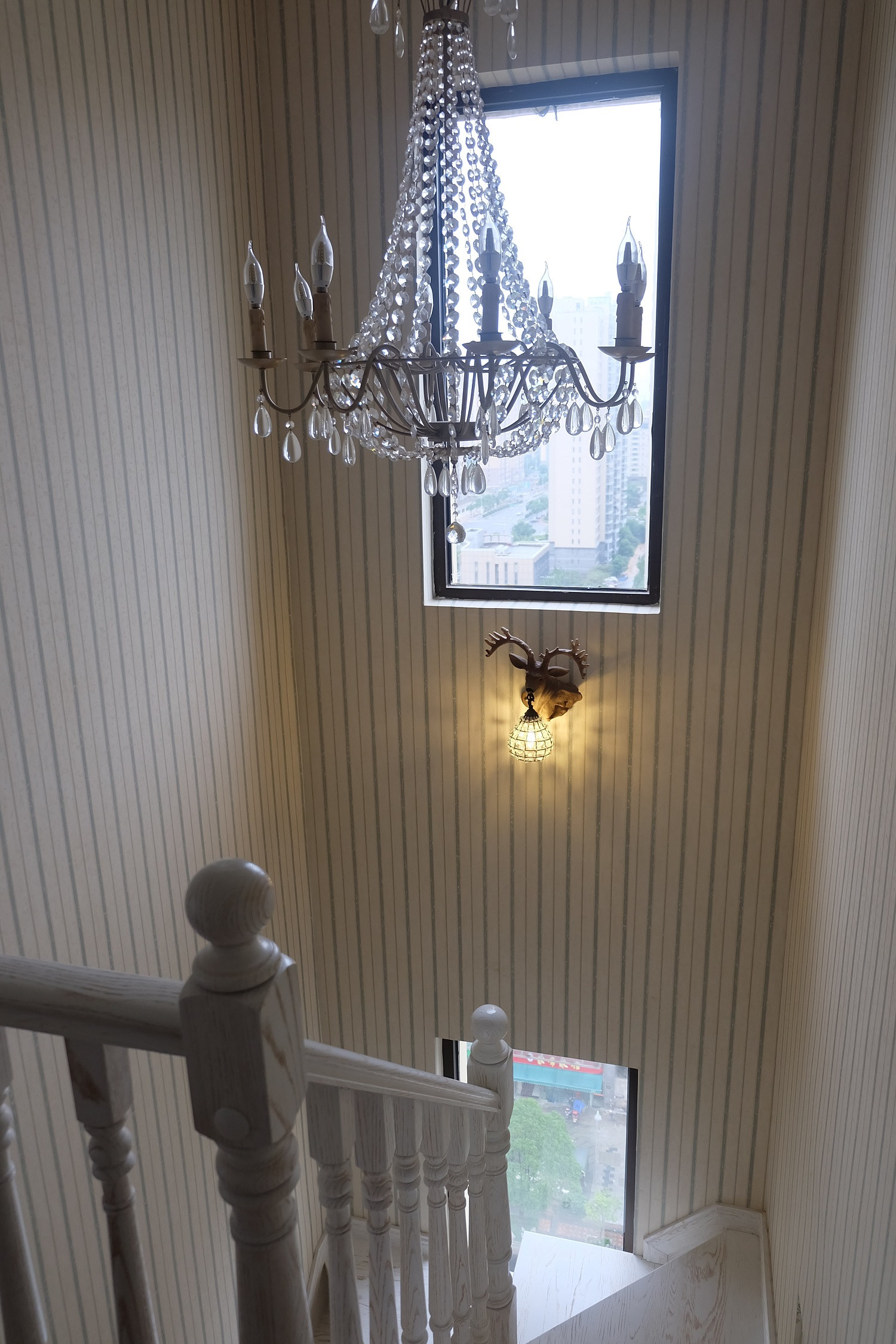 100平美式田园风格家楼梯过道