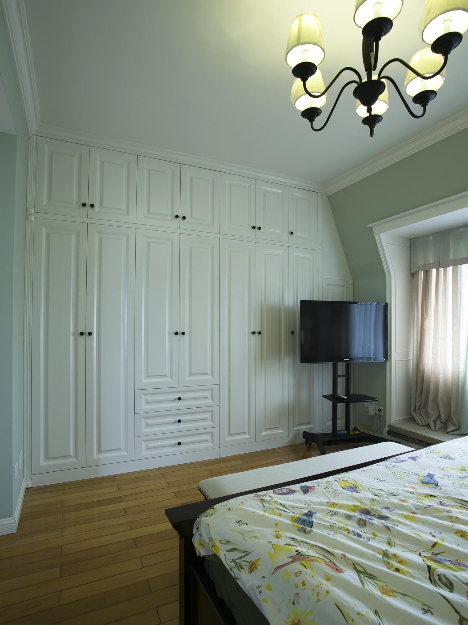 大户型美式风装修衣柜图片