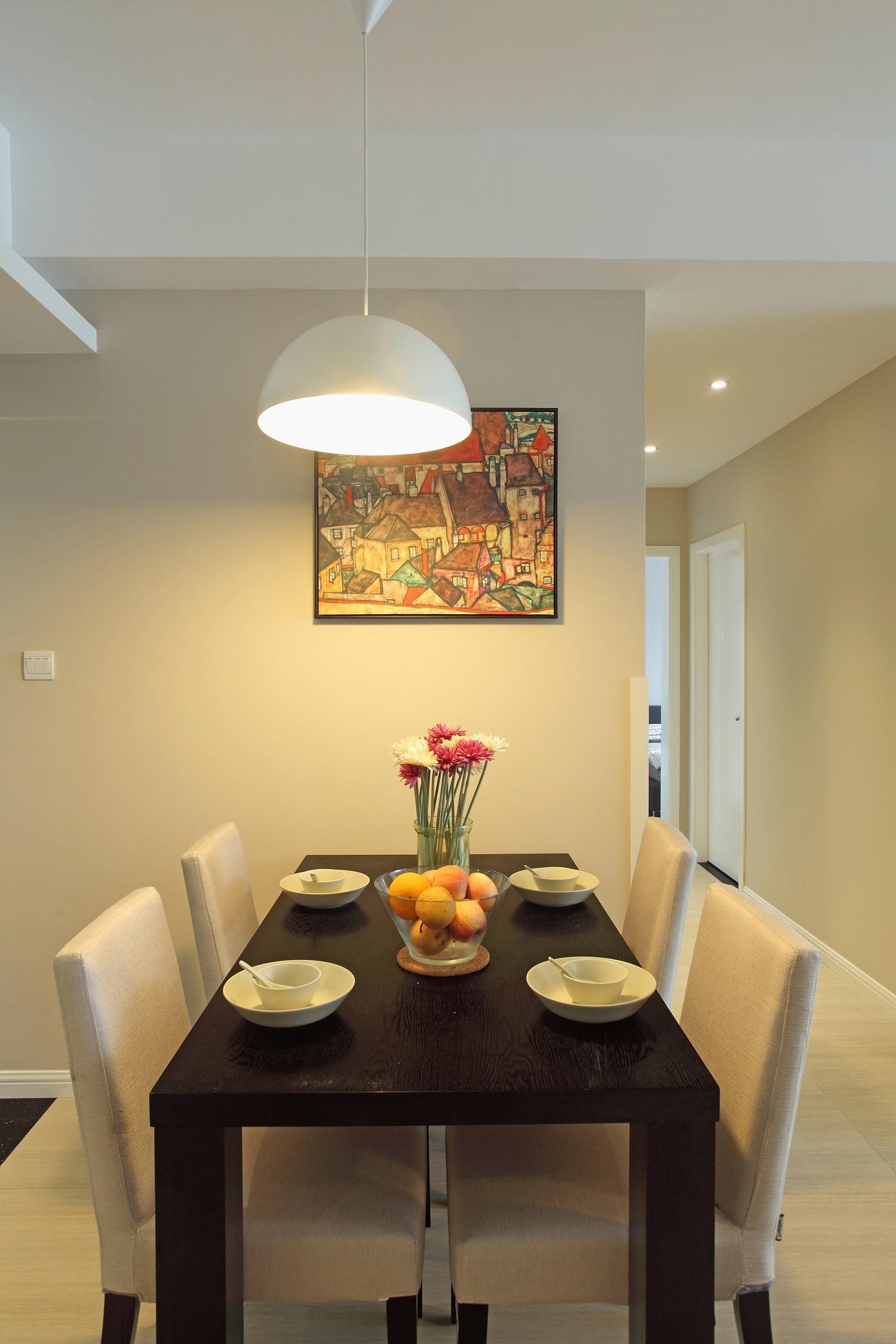 80平简约风格家餐桌椅图片