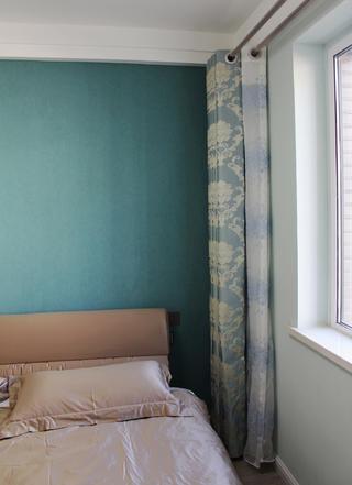 简约三居装修次卧搭配图