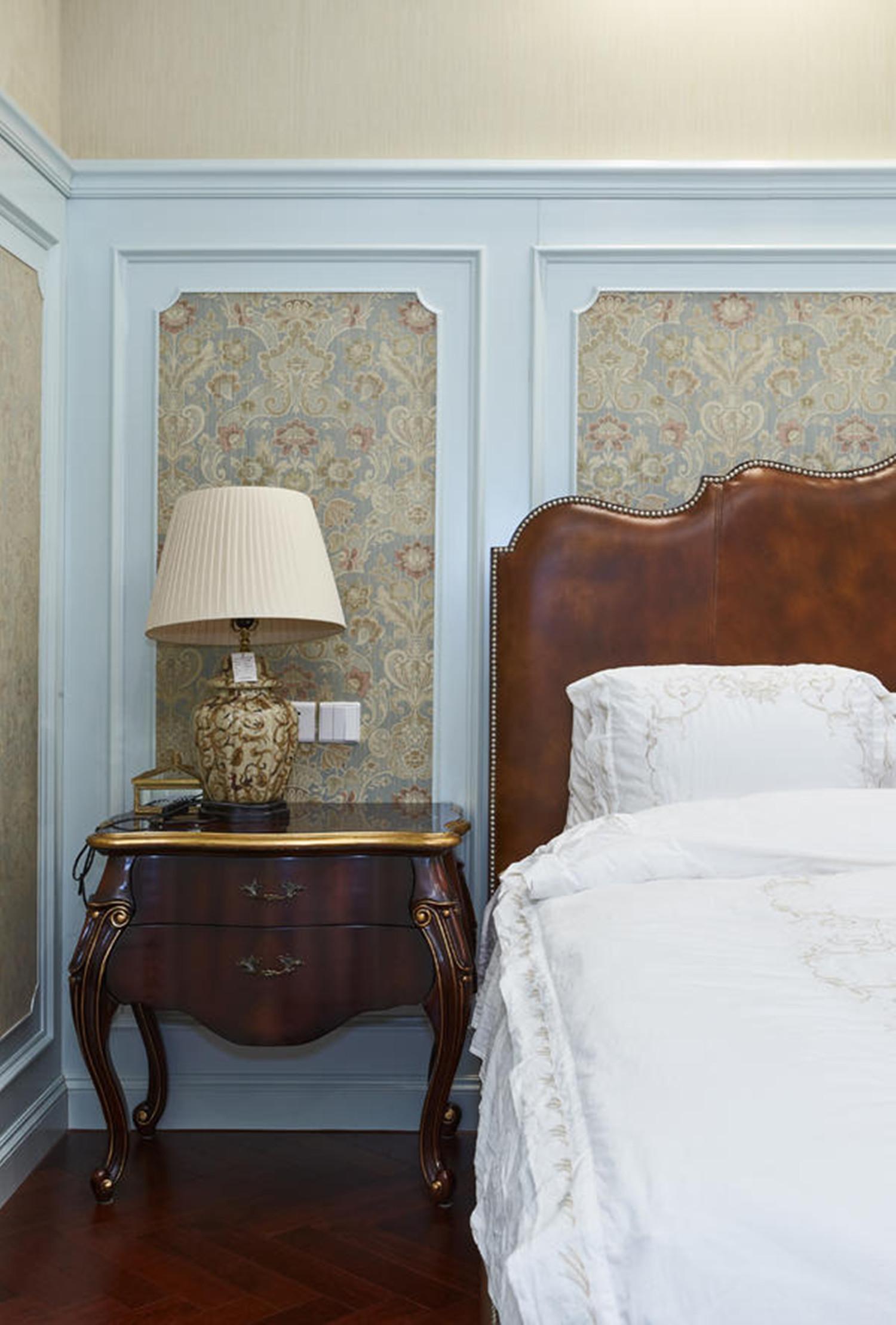 法式别墅装修床头柜图片