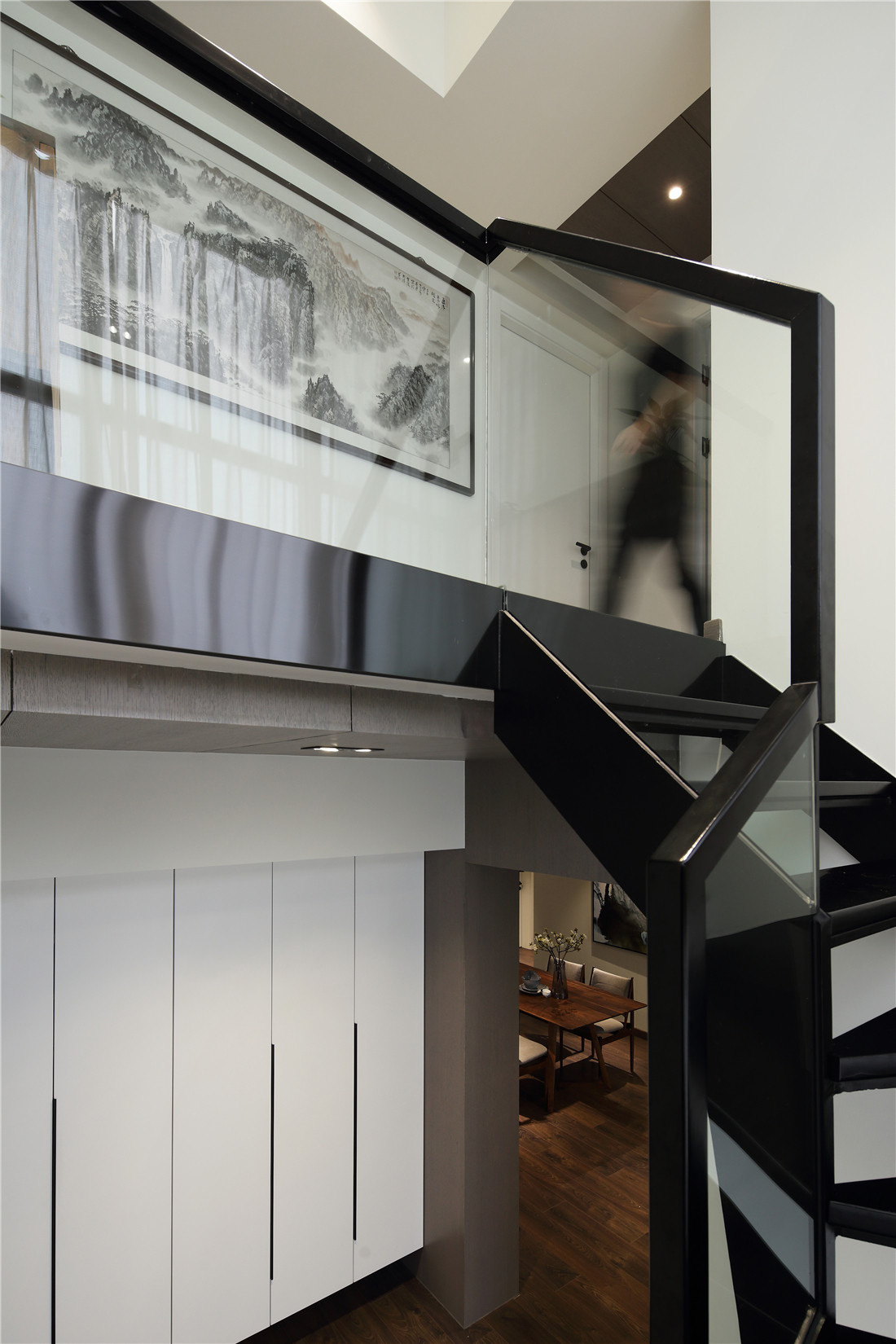 复式简约装修楼梯间储物柜设计