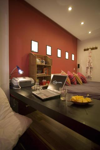 现代简约一居装修书桌图片
