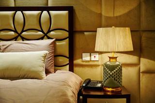 美式别墅装修床头一角