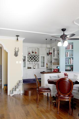 美式风格二居装修客厅休闲区