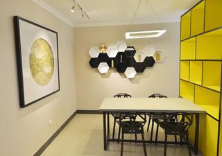 130平简约空间餐厅背景墙图片