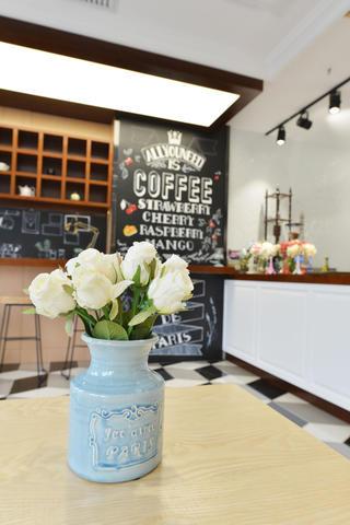 80平小清新咖啡厅装修花瓶图片