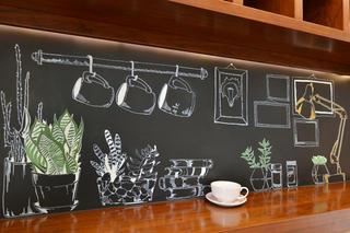 80平小清新咖啡厅装修手绘黑板墙图片