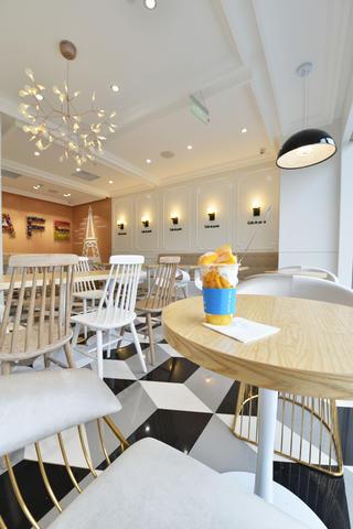 80平小清新咖啡厅装修餐桌图片