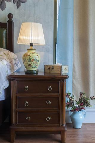 乡村美式二居床头柜图片