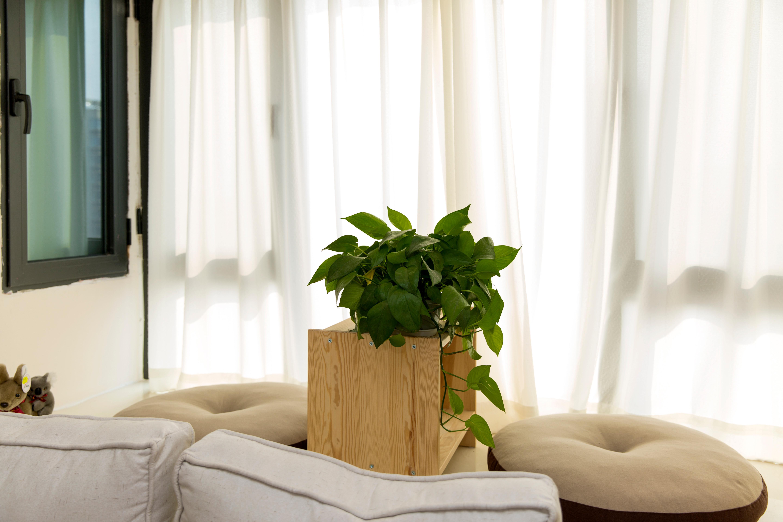 76平现代美式家飘窗设计