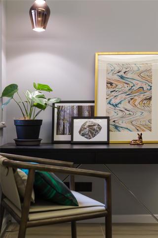 现代简约三居之家书桌图片