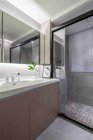 现代简约三居之家卫生间设计图