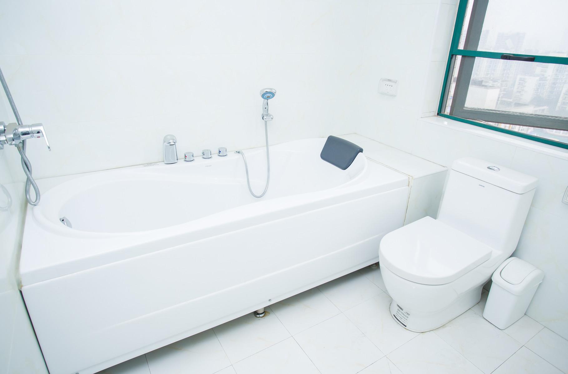 110平简约美式家浴缸图片