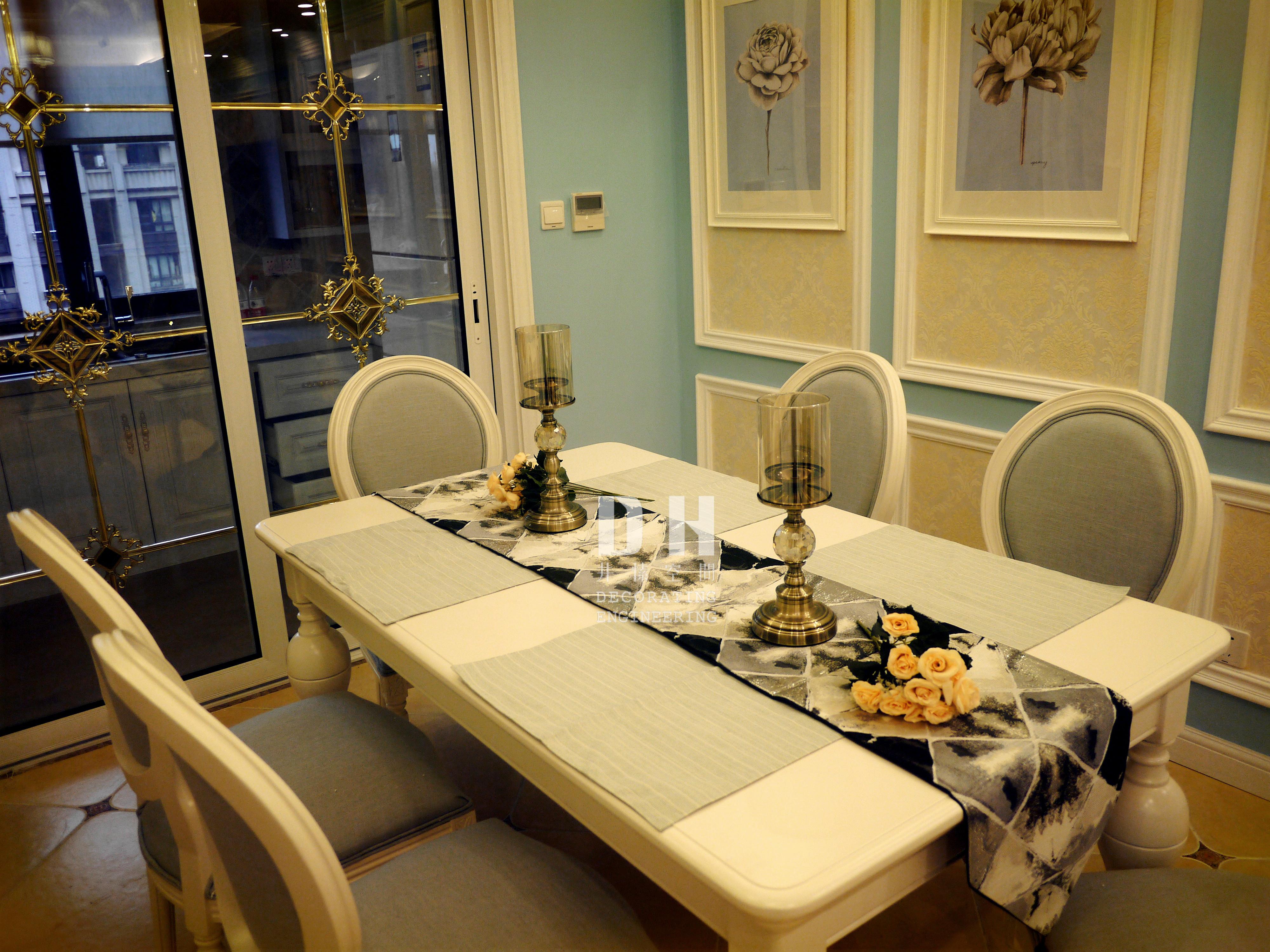 130平美式风格装修餐桌椅图片