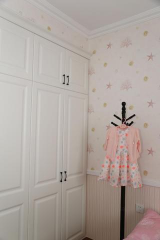 美式三居装修儿童房衣柜图片