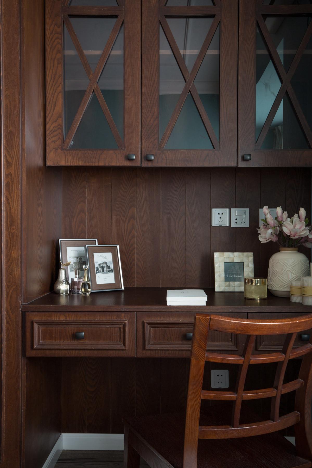 美式风格三居之家梳妆台图片