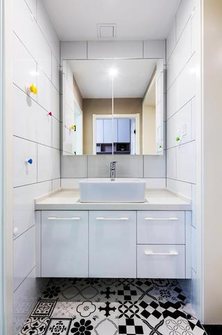 三居室简约风格家洗手台图片