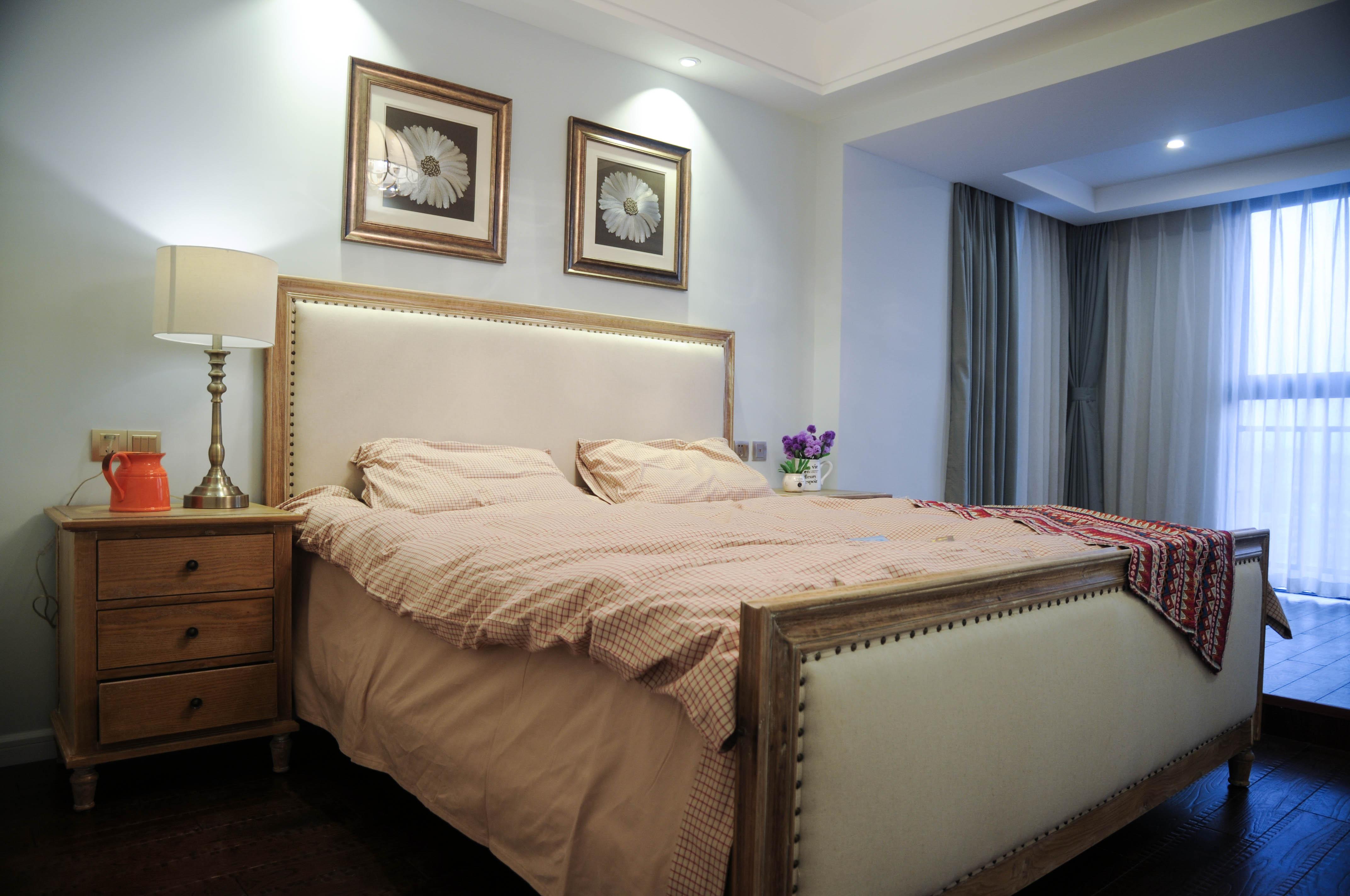 105平美式风格装修床头柜图片