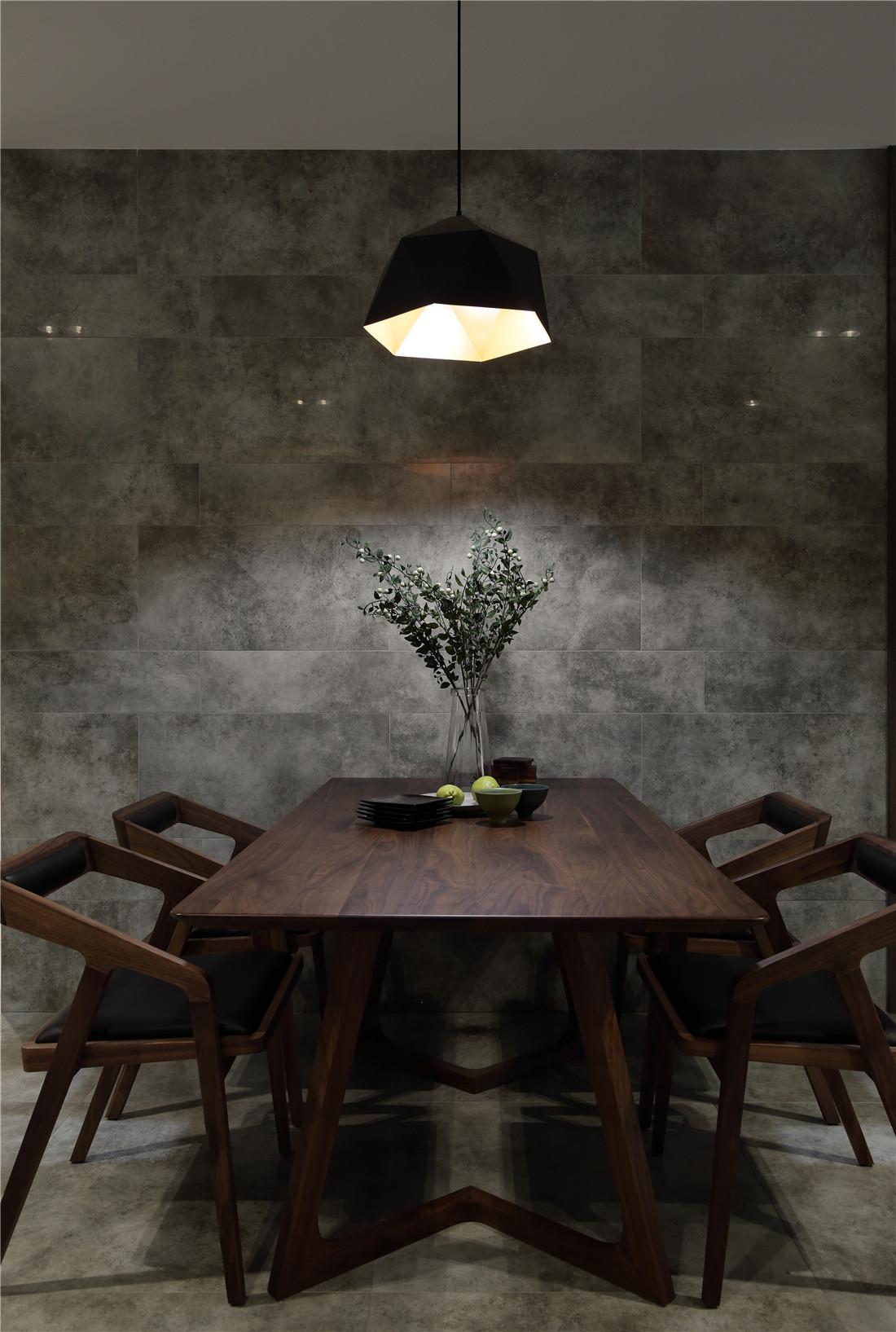 168平简约装修餐桌图片