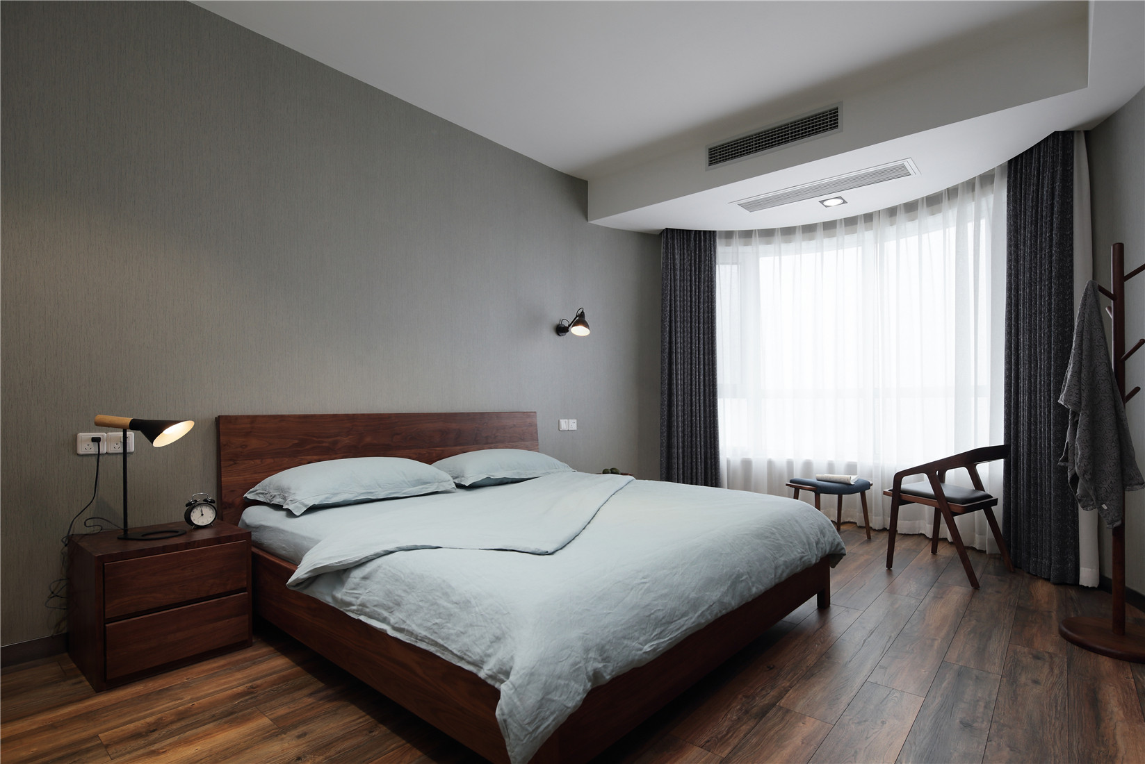 168平简约装修卧室设计图