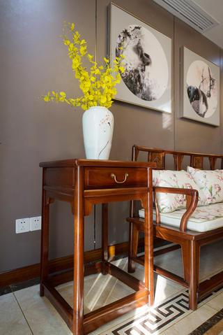 新中式别墅装修边几花瓶装饰