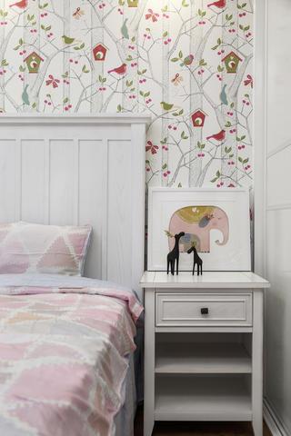 美式风格三居装修床头柜图片