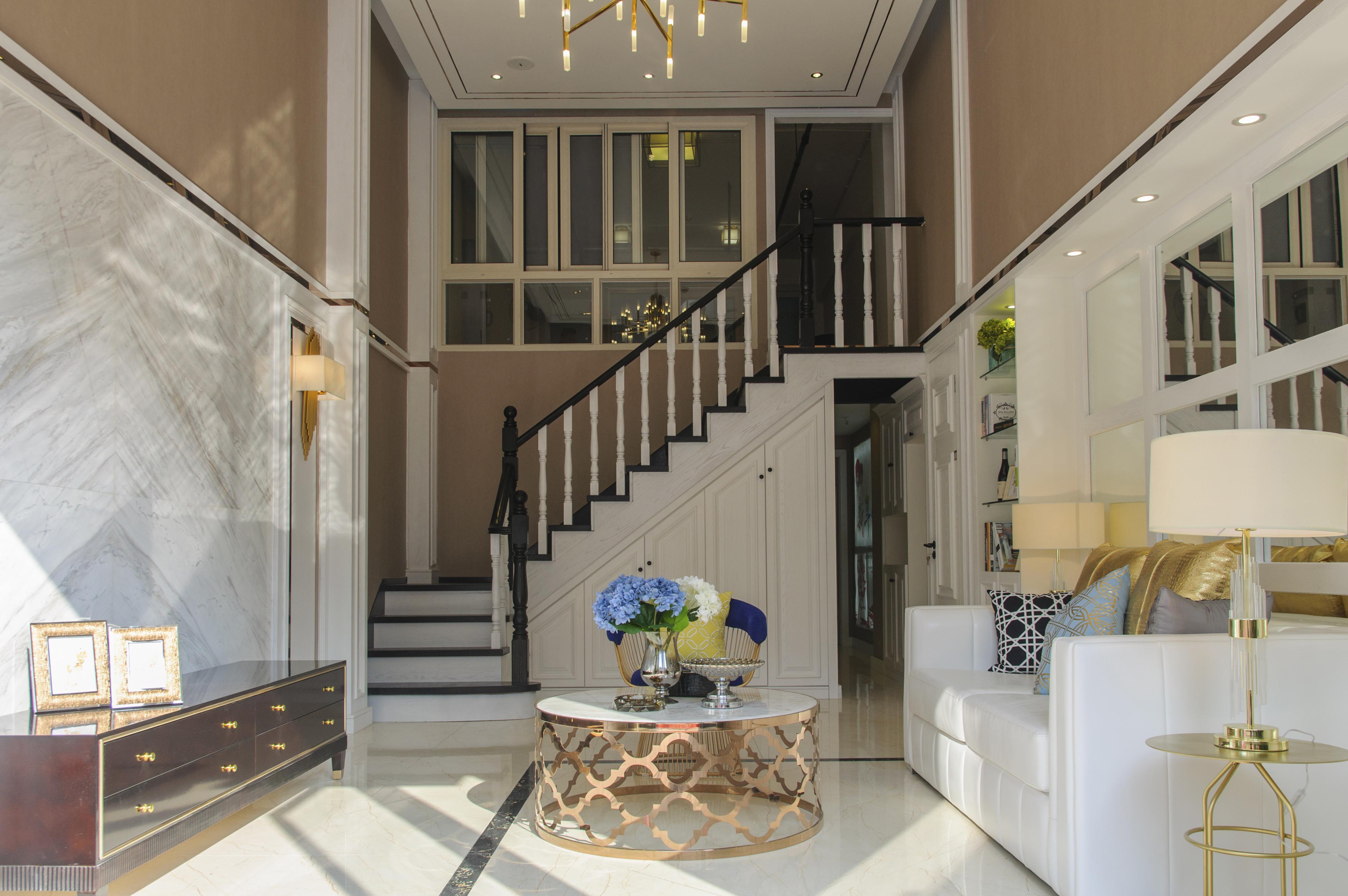 90平跃层装修楼梯设计