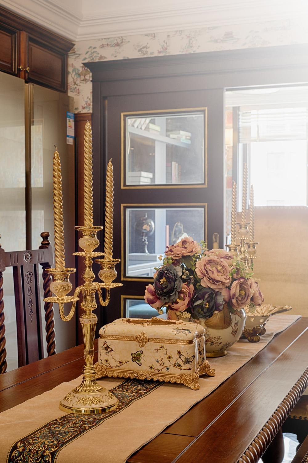 新古典装修餐桌小景