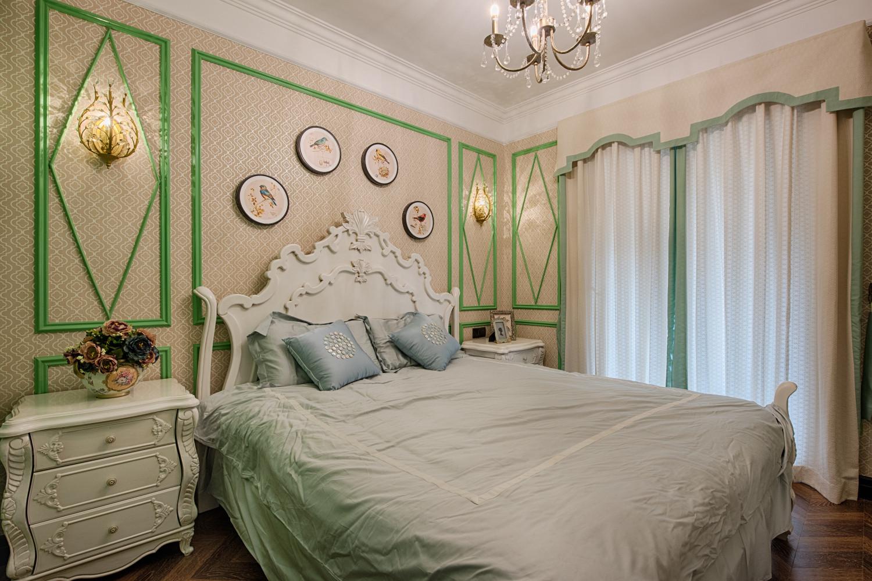 新古典装修床头柜图片