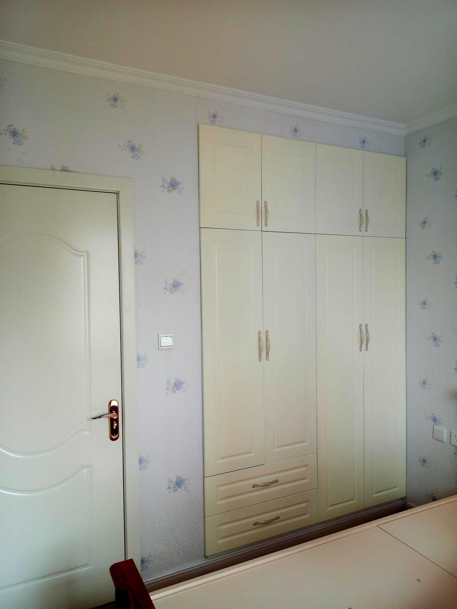 简约美式三居装修衣柜图片